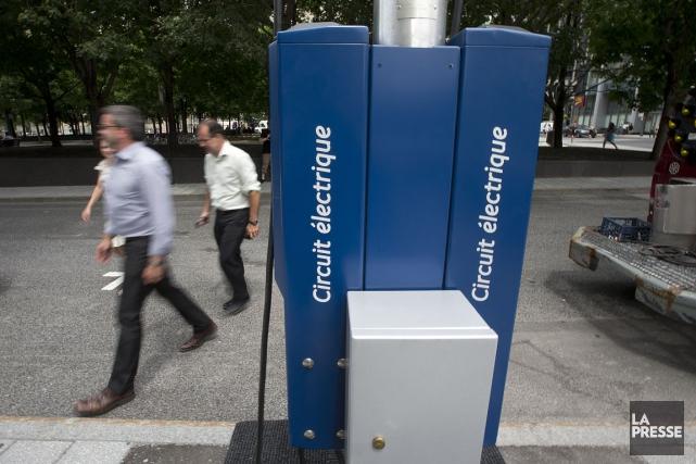 Une borne pour recharger des voitures électriques, à... (PHOTO FRANÇOIS ROY, ARCHIVES LA PRESSE)