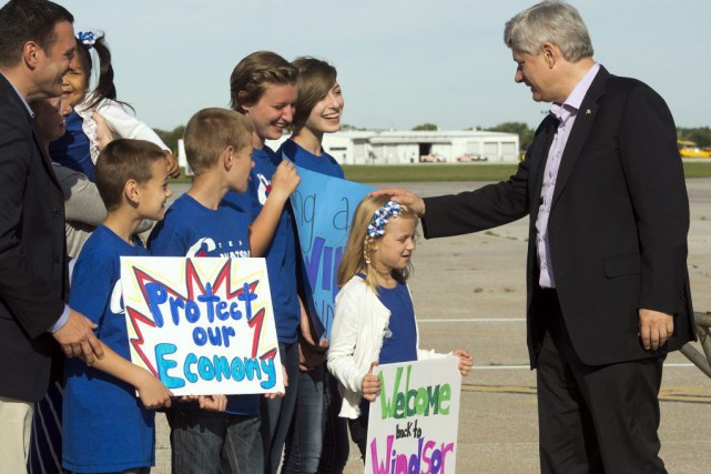 Stephen Harper fait campagne en Ontario, lundi.... (Photo Ryan Remiorz, PC)