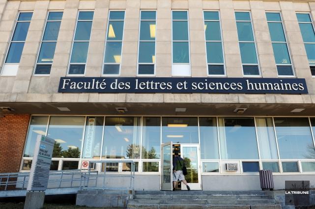 Comme prévu à la session dernière, les étudiants de l'Association générale... (Archives La Tribune, Jessica Garneau)