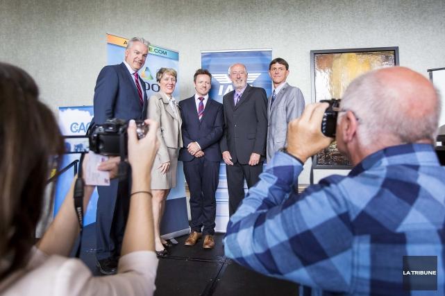 Bernard Sévigny, maire de Sherbrooke, Josée Fortin, directrice... (Imacom, Jocelyn Riendeau)