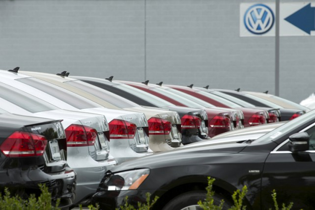 Les autorités américaines ont ouvert une enquête pénale contre Volkswagen qui a... (PHOTO REUTERS)