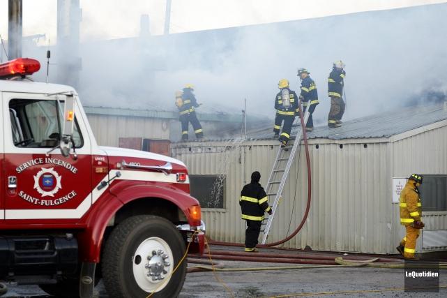 Les pompiers de Saint-Fulgence sont intervenus rapidement pour... ((Photo Le Quotidien, Jeannot Lévesque))