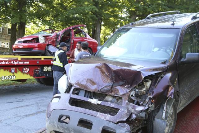 Un conducteur âgé de 18ans souffre de blessures... (photo Janick Marois)