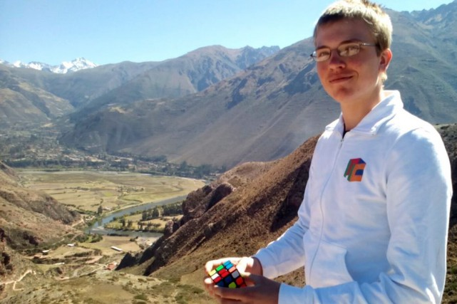 Antoine Cantin, ce jeune Franco-Ontarien spécialiste du cube Rubik, s'envolera... (Courtoisie)