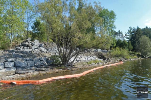 Le propriétaire riverain du lac Massawippi qui a procédé à des travaux... (Imacom, Maxime Picard)