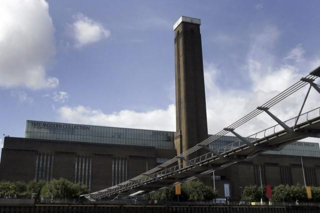 L'extension de la Tate Modern, un nouveau bâtiment qui permettra d'agrandir de... (PHOTO ARCHIVES AP)