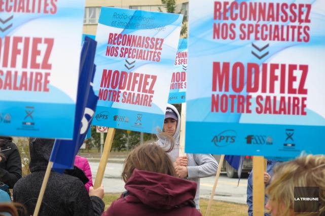 Les syndiqués de la santé et des services sociaux de la région augmentent la... (Archives La Tribune, René Marquis)