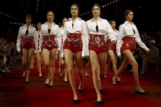 Des créations de Dolce & Gabbana présentées à... (PHOTO ARCHIVES REUTERS)