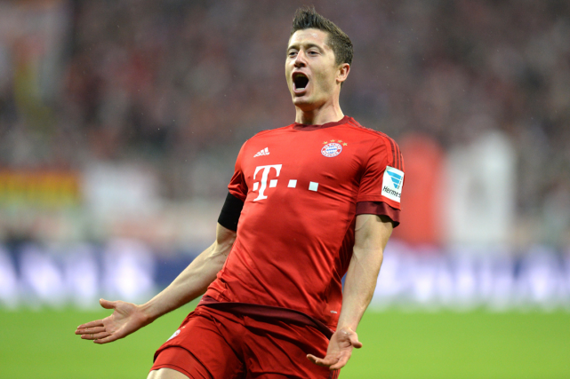 L'attaquant du Bayern Munich Robert Lewandowski a marqué 5... (Photo Christof Stache, AFP)