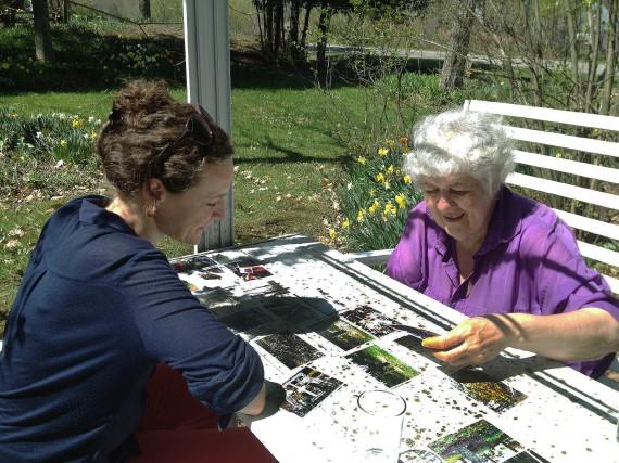 L'artiste Catherine Bodmer en compagnie de la jardinière... (photo fournie par Catherine Bodmer)
