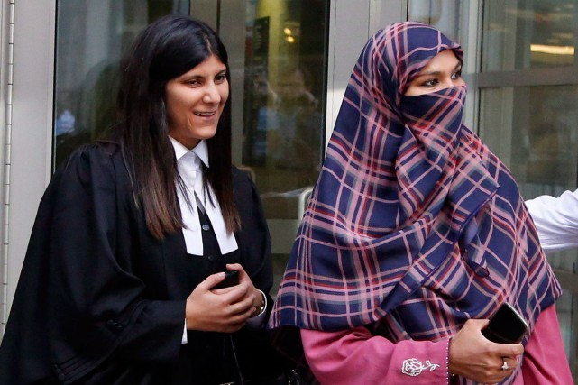 Le cas de Zunera Ishaq, (à droite) a... (PHOTO PATRICK DOYLE, LA PRESSE CANADIENNE)