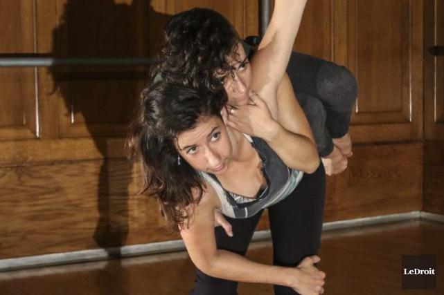Les danseuses Annabel Boissonneault et Alya Graham en... (Patrick Woodbury, LeDroit)