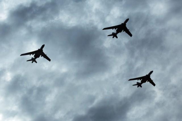 Deux avions de chasse chinois sont passés dangereusement près d'un avion espion... (ARCHIVES AP)