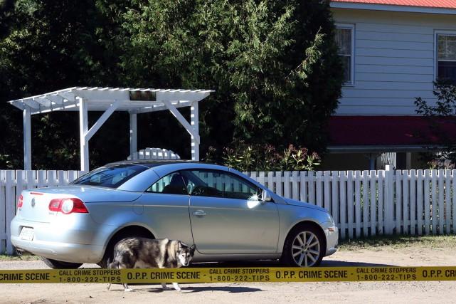 La police a érigé un périmètre de sécurité... (La Presse Canadienne, Fred Chartrand)