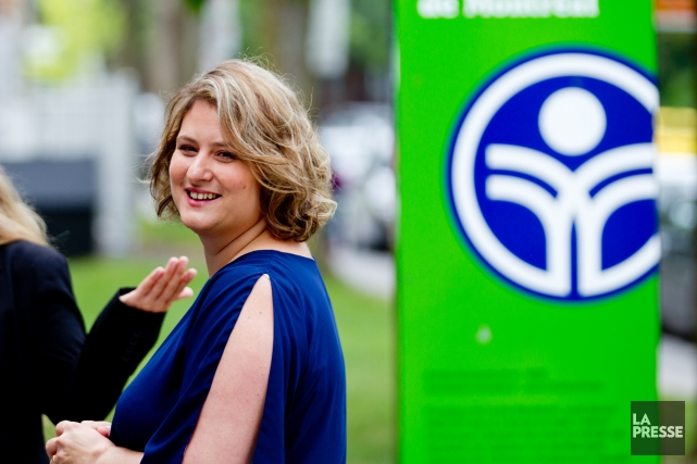 La présidente de la CSDM, Catherine Harel Bourdon... (PHOTO MARCO CAMPANOZZI, LA PRESSE)