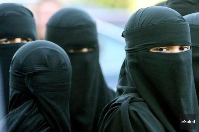 Le niqab est le voile qui couvre tout... (Photothèque Le Soleil)