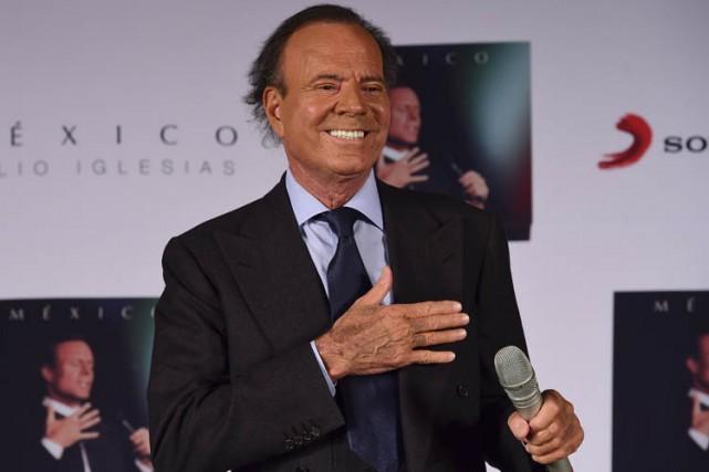 Julio Iglesias est considéré comme l'artiste de langue... (PHOTO AFP)