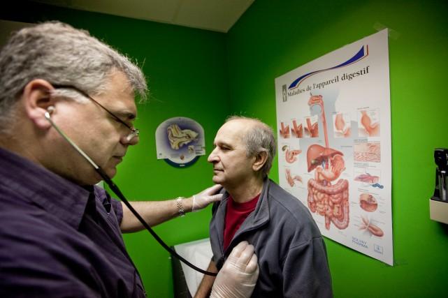 Thomas Mulcair s'est engagé à former7000 médecins et... (Photo Marco Campanozzi, archives La Presse)