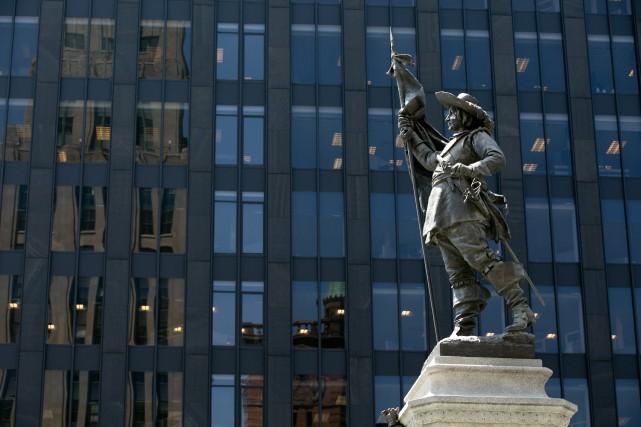 La statue du sieur de Maisonneuve érigée sur... (PHOTO FRANÇOIS ROY, ARCHIVES LA PRESSE)