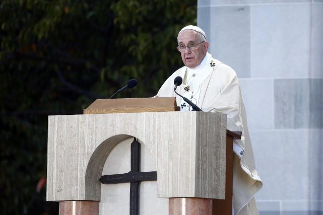 Cette canonisation, lors de la première messe de... (Photo Tony Gentile, AP)
