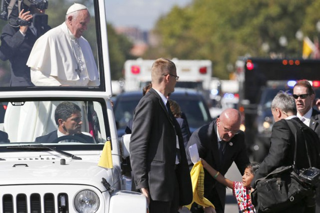 François a fait signe à ses gardes du... (PHOTO AFP)