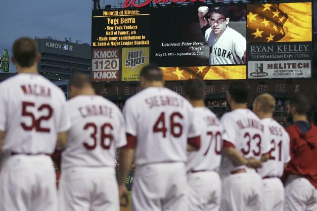 De nombreux hommages à Yogi Berra ont été... (Associated Press)