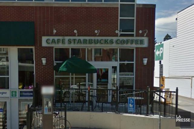 La fermeture du Starbucks est un autre coup... (Tirée de Google Street View)