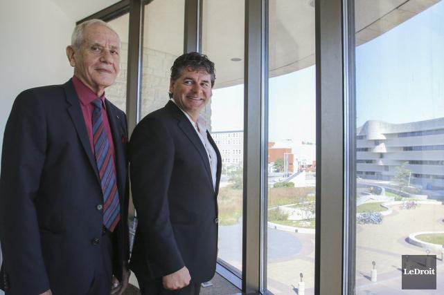 L'architecte Douglas Cardinal et le président de Brigil,... (Patrick Woodbury, LeDroit)