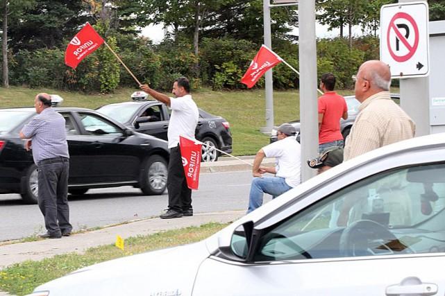 Selon l'injonction, les chauffeurs de taxi lock-outés ne... (Étienne Ranger, Archives LeDroit)