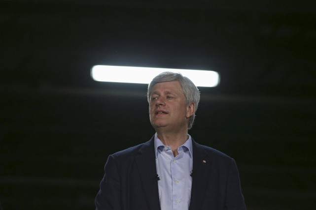 Les conservateurs de Stephen Harper obtiendraient 35,4% des... (PHOTO CHRIS WATTIE, ARCHIVES REUTERS)