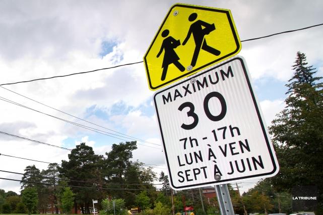 Un homme de 37 ans de Sherbrooke a voulu aller chercher ses enfants à l'école... (Archives La Tribune, René Marquis)
