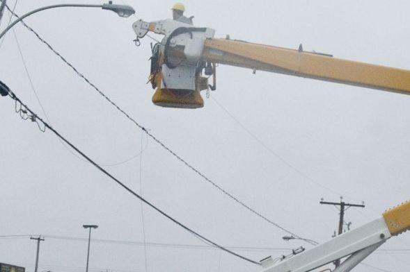 Un matin maussade d'été, un camion d'Hydro-Québec arrive. Je croyais qu'ils... (Photo Stéphanie Mantha)