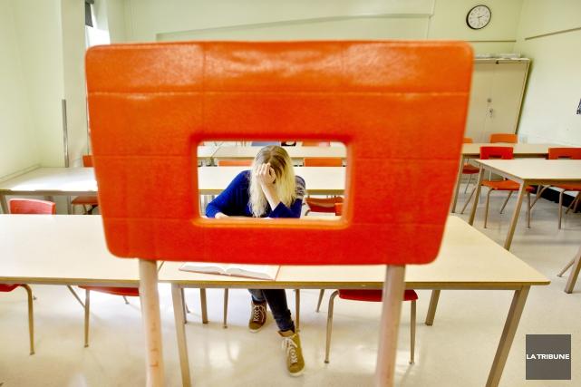 Conséquence des coupes en matière de lutte au décrochage scolaire, le budget du... (Archives La Tribune, Jocelyn Riendeau)
