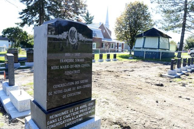 La délicate opération de déménagement du cimetière des... (Jeannot Lévesque)