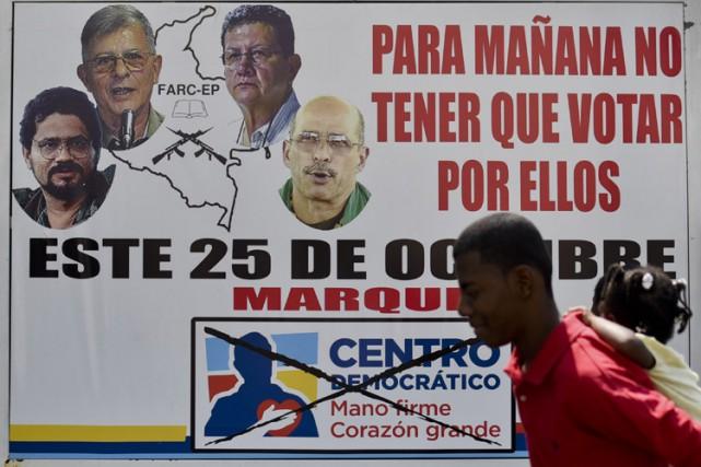 Les FARC, créées en 1964, comptent encore 7000... (PHOTO AFP)