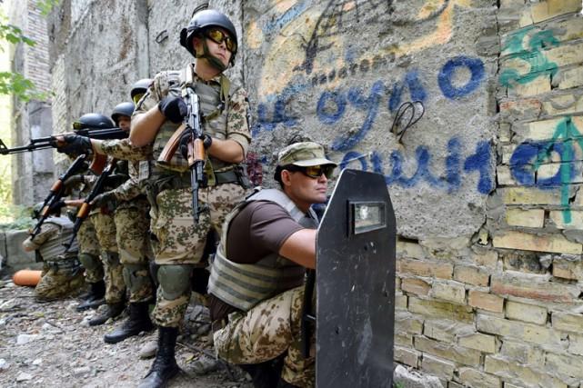 Les États-Unis vont bientôt commencer à entraîner des soldats ukrainiens, a... (PHOTO AFP)