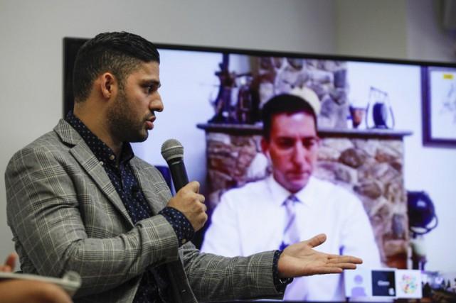 David Miranda discute via vidéo avecson compagnon, le... (PHOTO AFP)