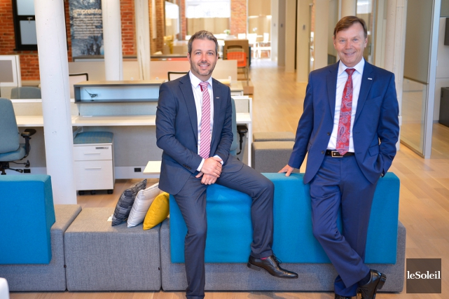 Francis Pelletier, directeur du marketing, et son père... (Le Soleil, Yan Doublet)