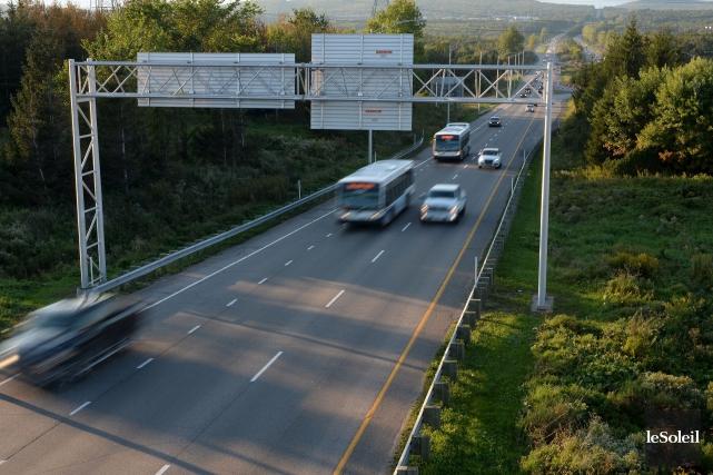 Le projet d'élargissement de l'autoroute Laurentienne apparaît pour... (Photothèque Le Soleil, Erick Labbé)