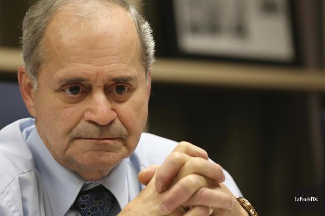 Le maire de Cowansville, Arthur Fauteux, approuve le... (photo archives La Voix de l'Est)