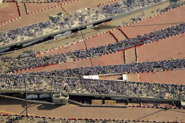 Des centaines de milliers de pèlerins convergent vers... (PHOTO AP)