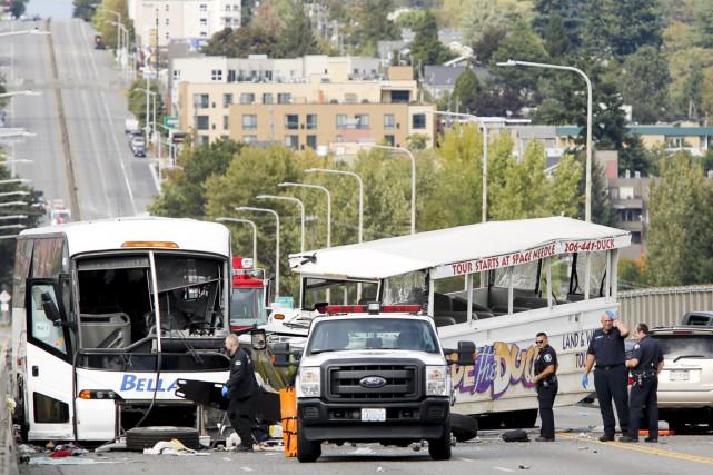 L'accident est survenu vers «11h15 locales lorsqu'un bus... (PHOTO JASON REDMOND REUTERS)