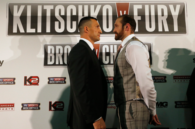 Wladimir Klitschko et Tyson Fury... (Photo Frank Augstein, archives AP)