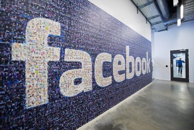 Les employés de Facebook ont l'ambition de changer... (PHOTO JONATHAN NACKSTRAND, ARCHIVES AGENCE FRANCE-PRESSE)