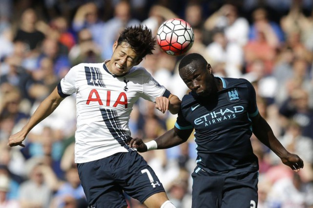 Son Heung-min et Bacary Sagna... (Photo Matt Dunham, AP)