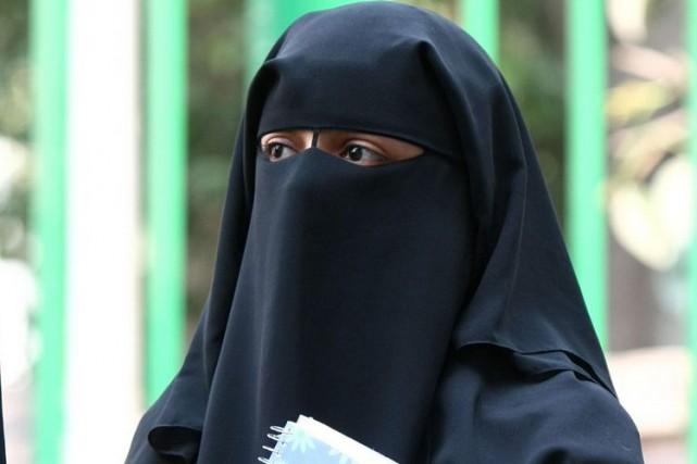 Une femme vêtue d'un niqab... (Archives, Agence France-Presse)