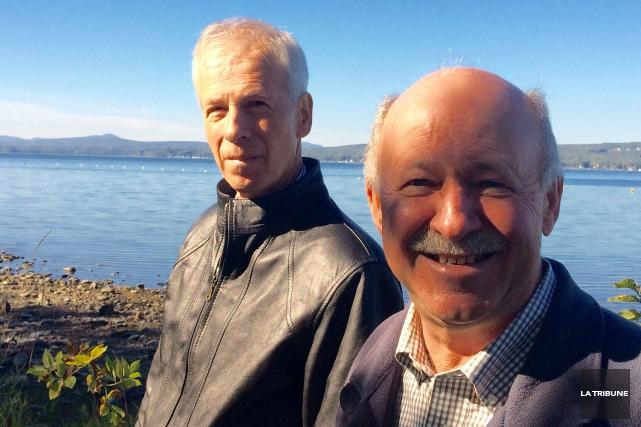 Stéphane Dion et Denis Paradis, candidats libéraux respectifs... (Photo La Tribune, Charles Beaudoin)