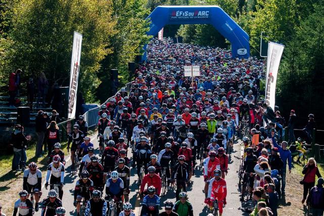 Des centaines de cyclistes ont affronté le parc... (Photo: Andréanne Lemire)