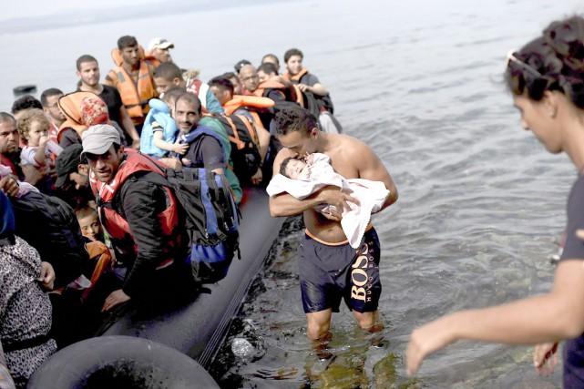 Des réfugiés syriens sont plongés dans l'attente et... (AFP, Yasin Akgul)