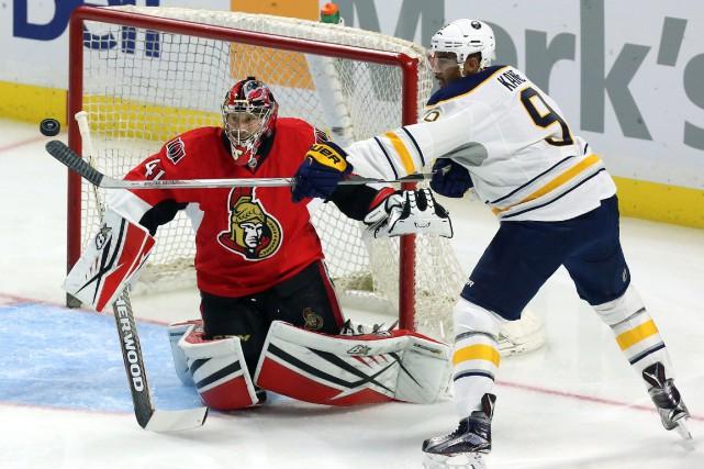Evander Kane tente de déjouer Craig Anderson.... (Photo Fred Chartrand, La Presse Canadienne)